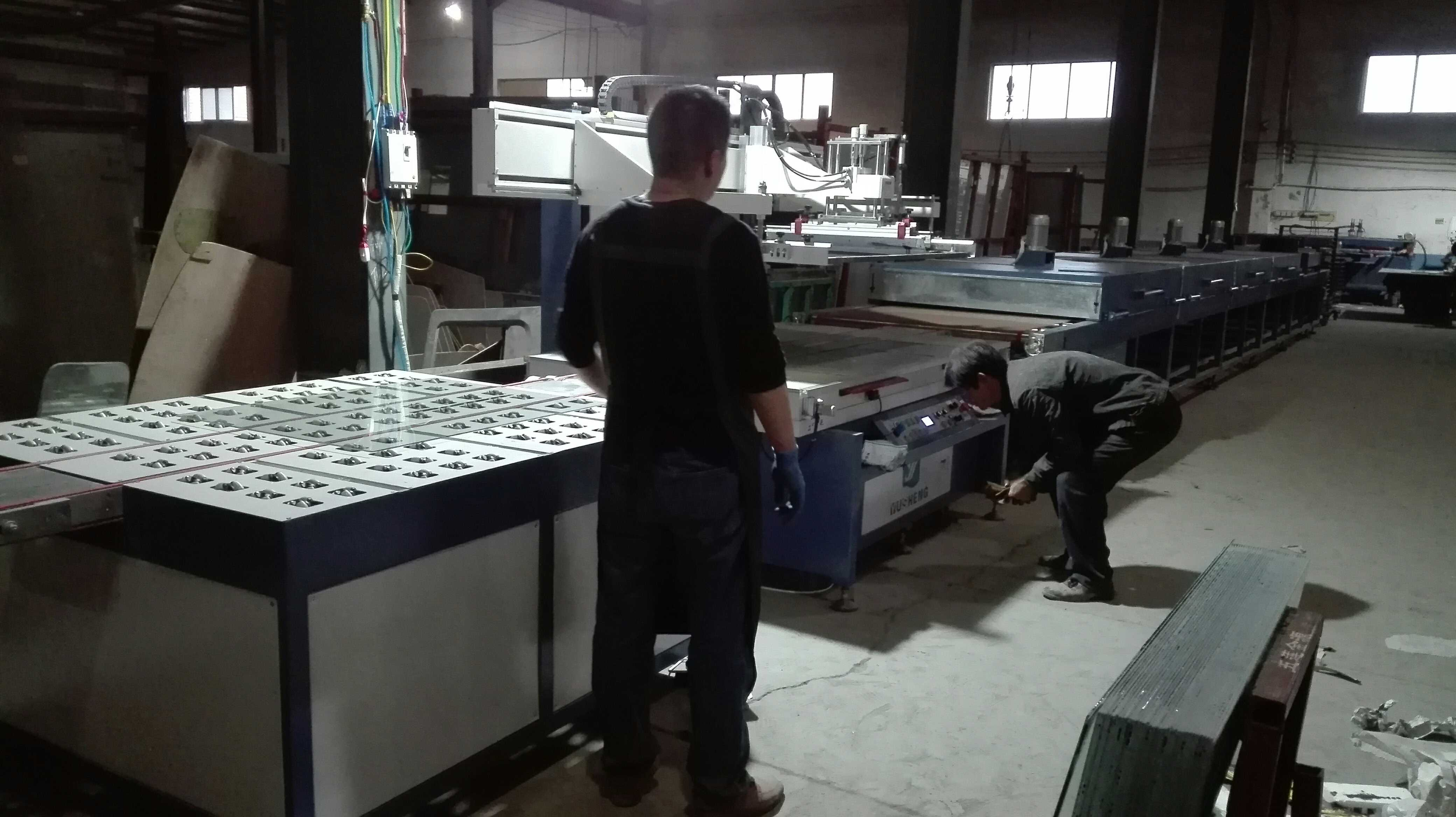 山东金源车辆附件厂成功购买我司自动玻璃丝印机烘干隧道炉一套