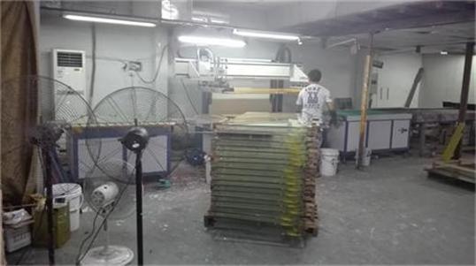中山响当当玻璃厂成功购买我司自动玻璃丝印机